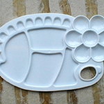 Oval Shaped Plastic Palette with Flower Inset